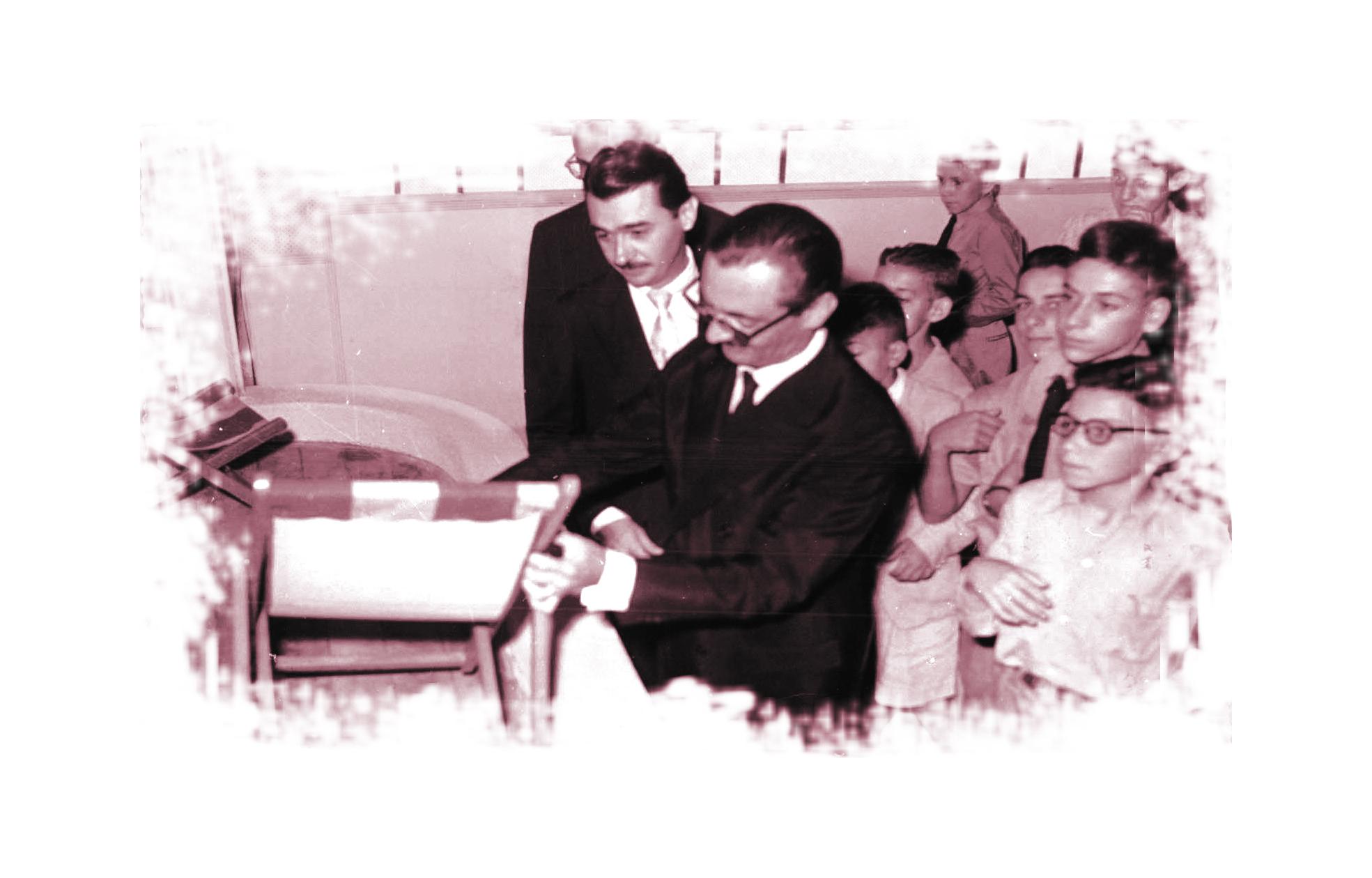 Nicolinha e Jânio Quadros Durante a administração de Nicolinha, a cidade recebeu a visita do então presidente Juscelino Kubitschek. As aproximações políticas entre os dois eram fortes