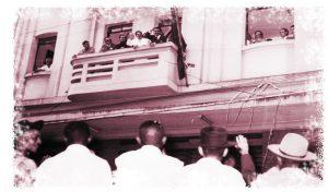 Acima, Nicolinha saudava a população no dia em que assumiu o cargo na Prefeitura. Nessa época, o prédio estava localizado entre as ruas Agenor Meira e Treze de Maio